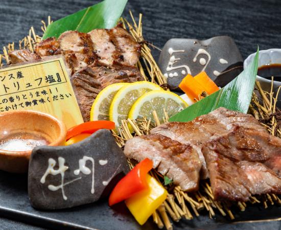 馬タン牛タン食べ比べの写真